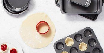 Six-Piece AmazonBasics Bakeware Set