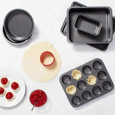 Six-Piece AmazonBasics Bakeware Set